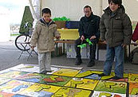 Le jeu de l'oie géant (Genève) – Un plateau géant sur la mobilité douce